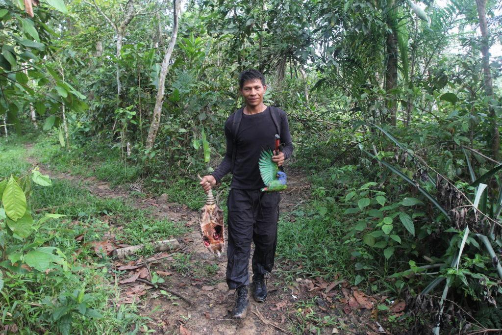 La seguridad alimentaria de muchas comunidades depende de la caza. Foto: Cifor.