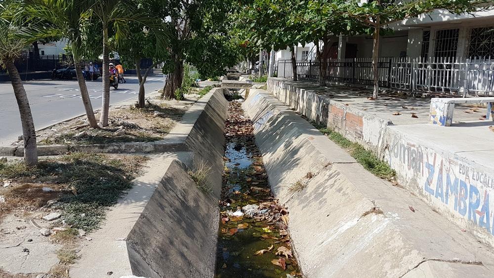 Canal de aguas pluviales Emiliano Alcalá en deterioro