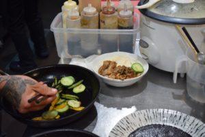 Preparación del DOMBURI YASAI : Cuenco de arroz con pepino, champiñones, habichuelas, calabaza, zanahoria