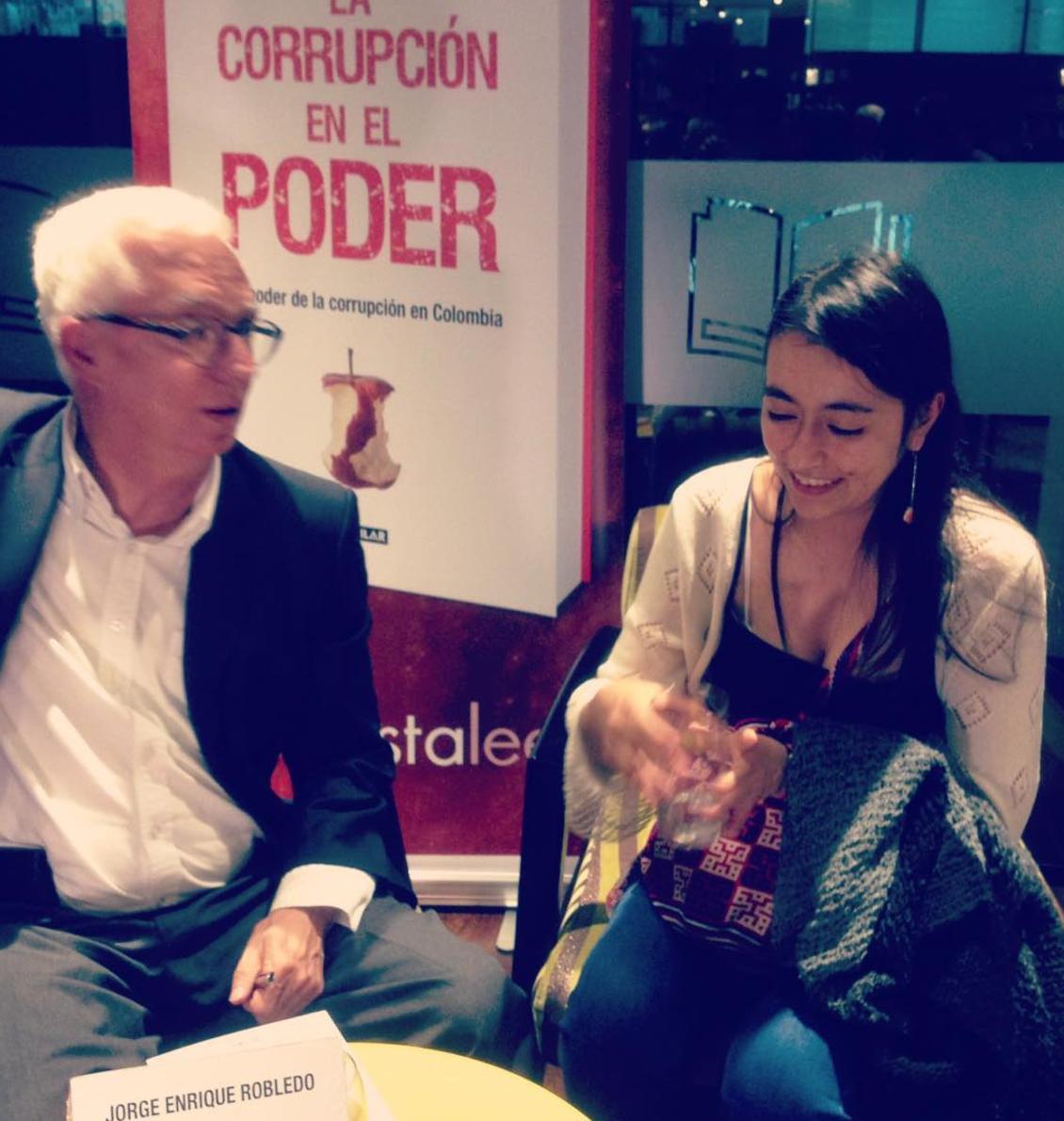 """Lanzamiento del libro """"Corrupción en el poder"""". De Jorge Enrique Robledo."""