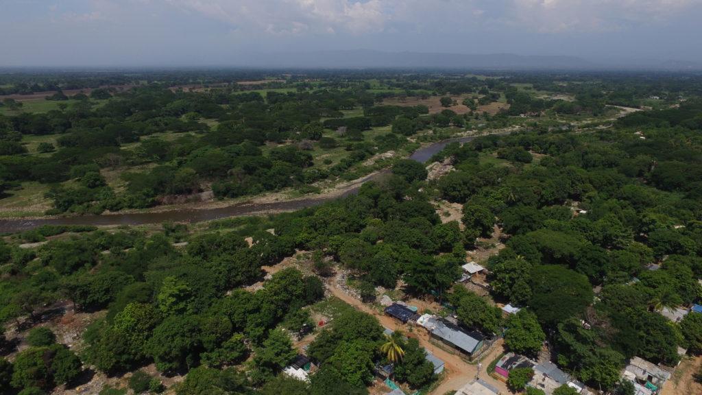El río Guatapurí llega hasta Valledupar desde la Sierra Nevada. Sigue su camino hasta desembocar en la margen derecha del río Cesar.