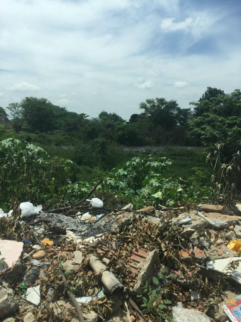 Esta es una de las imágenes de las orillas del río Guatapurí cerca al centro histórico de Valledupar.
