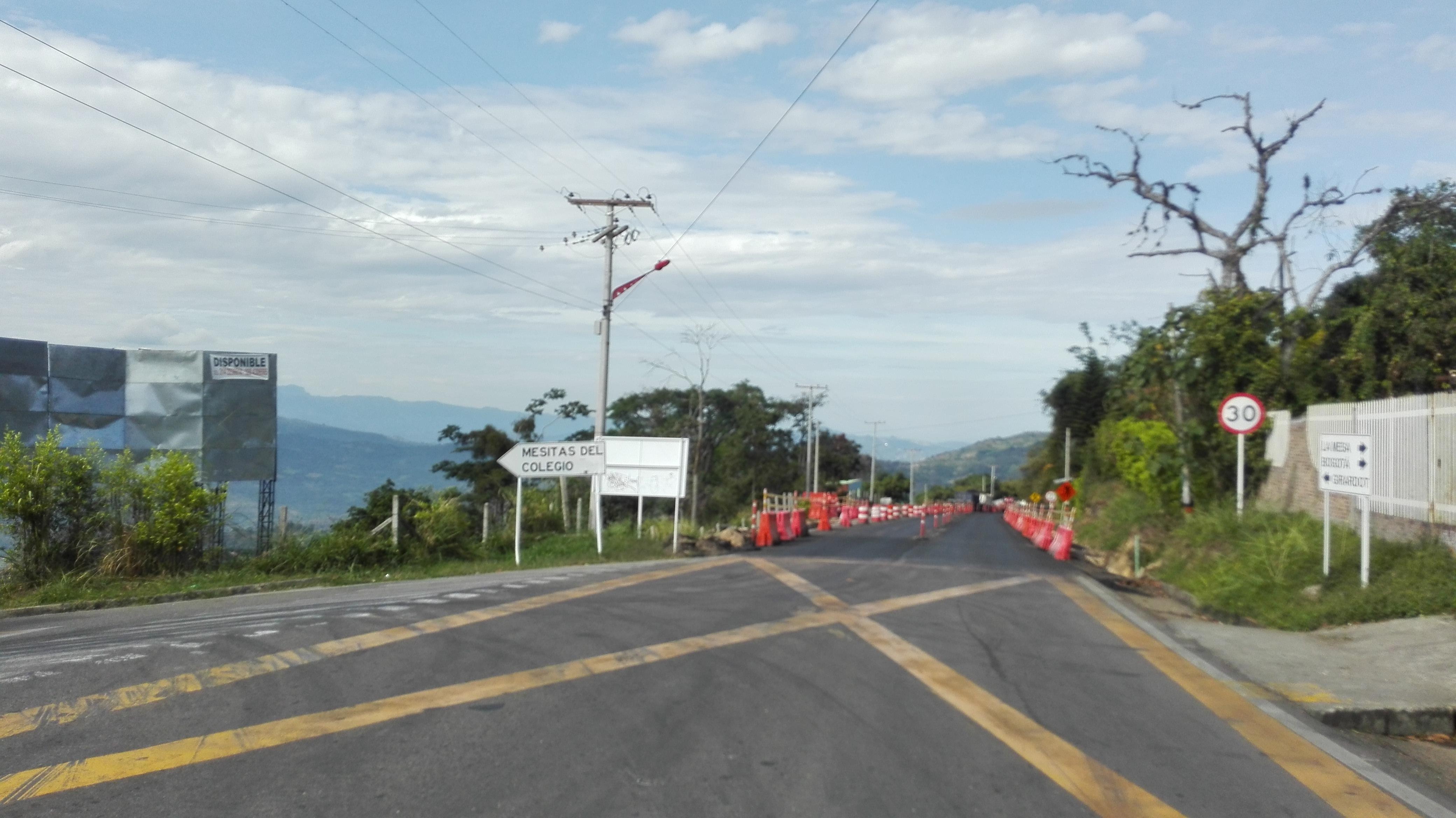 En la vía La Mesa- Anapoima, está el cruce a Mesitas