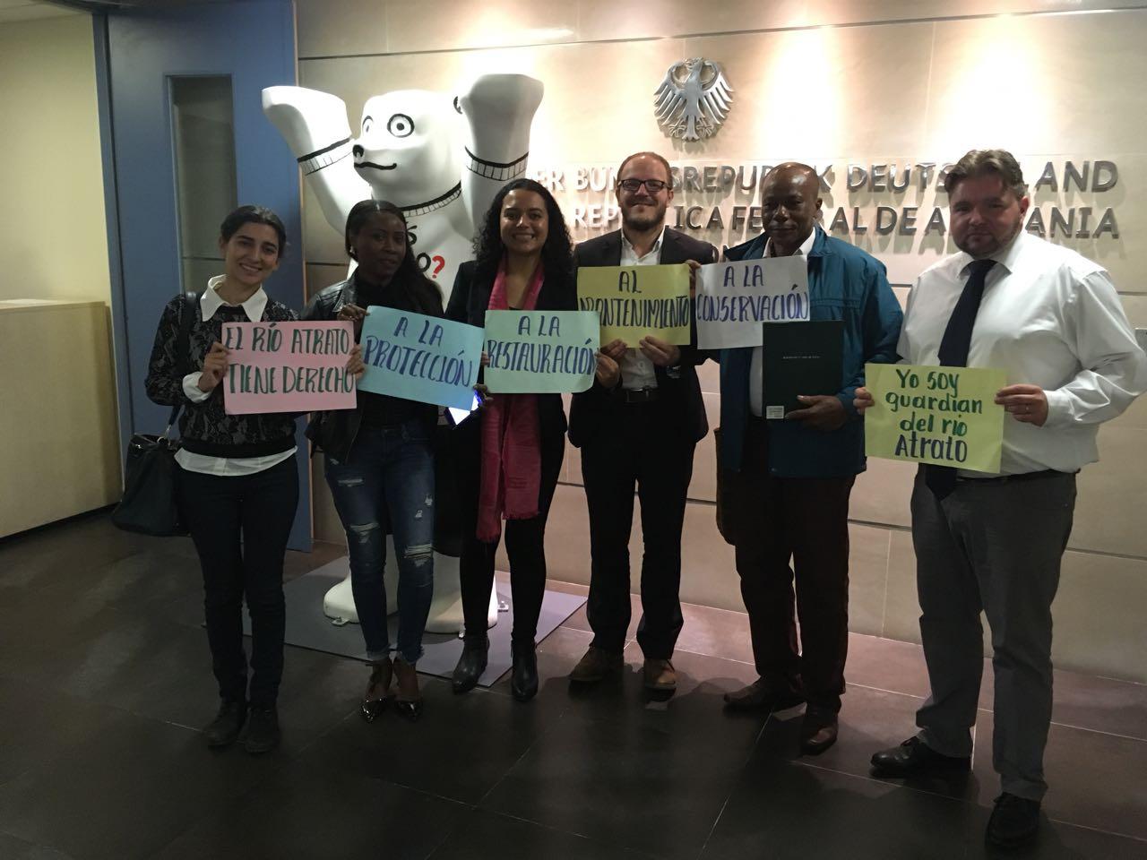 Los 'Guardianes del Atrato' en la Embajada de Alemania - Twitter: Tierra Digna