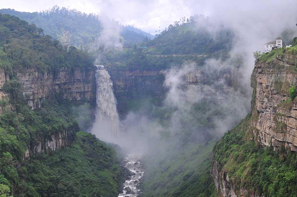 El Salto del Tequendama ha sido un centro de atracción turística y cultural desde la época de los musicas. / Cristian Garavito