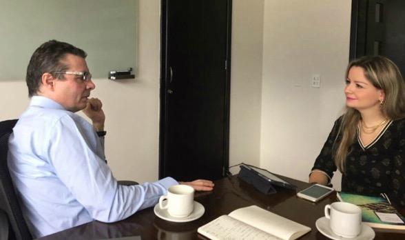 Alejandro Gaviria, Ministro de Salud y Andrea Villate, periodista
