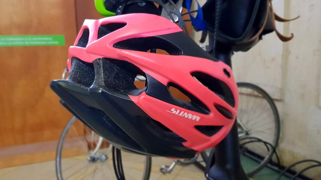 casco-bicicleta-boca-abajo