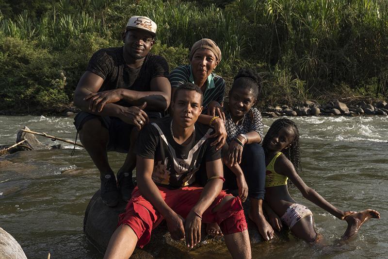 Francia Márquez con su familia en el río. Foto: Premio Goldman.