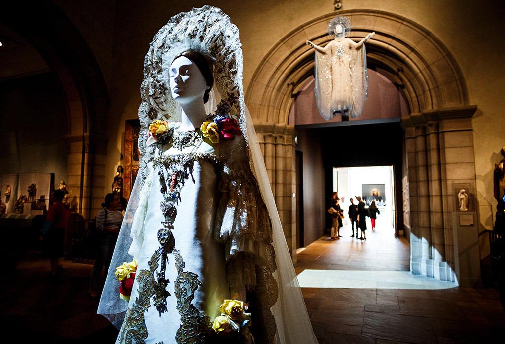 metropolitan-museum-of-art-heavenly-bodies-fashion-exhibit-201847
