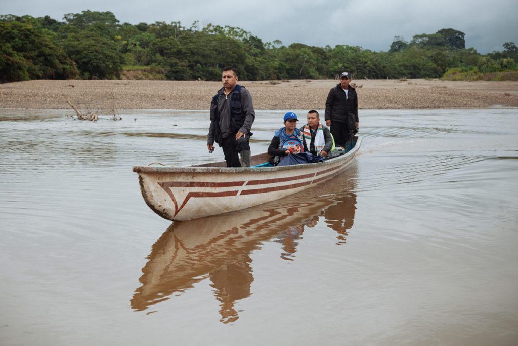 La comunidad denuncia contaminación de aguas, deforestación y actividades de sísmica, sin su consentimiento, dentro del resguardo. Aunque llevan muchos meses acudiendo ante diferentes autoridades, siguen sin una solución a la vista. Foto: Amazon Frontlines
