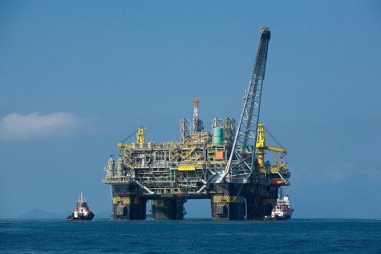 Una plataforma petrolífera en la costa de Brasil. Imagen de Divulgação Petrobras/ABr