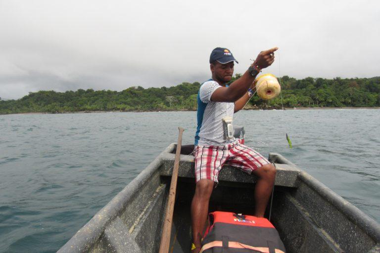 Pescador artesanal en el Distrito Regional de Manejo Integrado Golfo de Trubugá – Cabo Corrientes. Foto: MarViva.