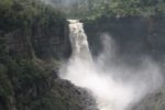 Así luce el Salto del Tequendama cuando abren las compuertas del embalse aguas arriba. Foto: Ángela Contreras-Wikimedia Commons.