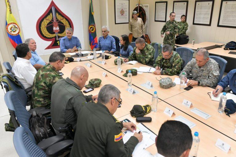 El presidente Iván Duque reunido con Fuerzas Militares, Ministerio de Defensa, Ministerio de Ambiente y Parques Nacionales. Foto: Efraín Herrera – Presidencia de Colombia.