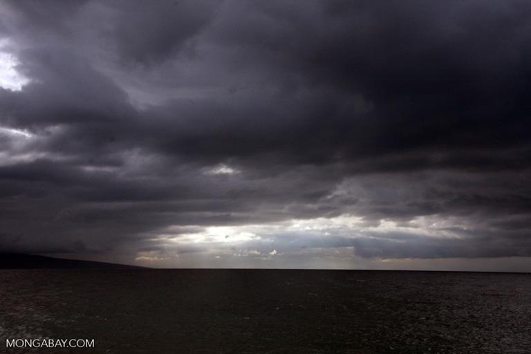 Una tormenta se aproxima a la isla de Maui en Hawái. Imagen por Rhett A. Butler/Mongabay.