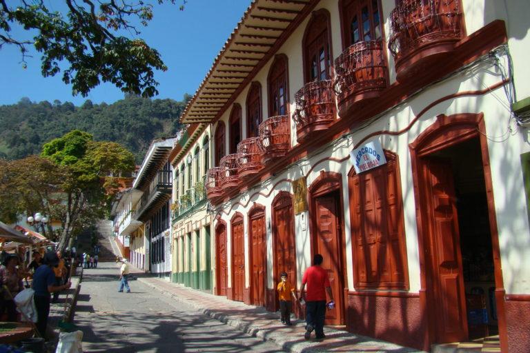 Casas tradicionales en Jericó, Antioquia. Foto: Iván Erre Jota – Flickr.