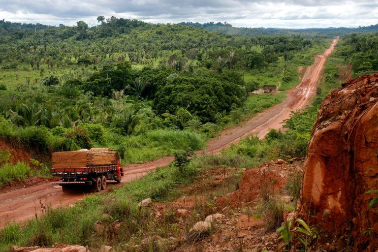Carretera transamazónica en Anapú, Pará, Brasil. Foto: Paulo Santos / Instituto Socioambiental.