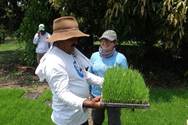 Jaime Mendoza y la bióloga Yanira Cifuentes. Foto: Asociación Calidris.