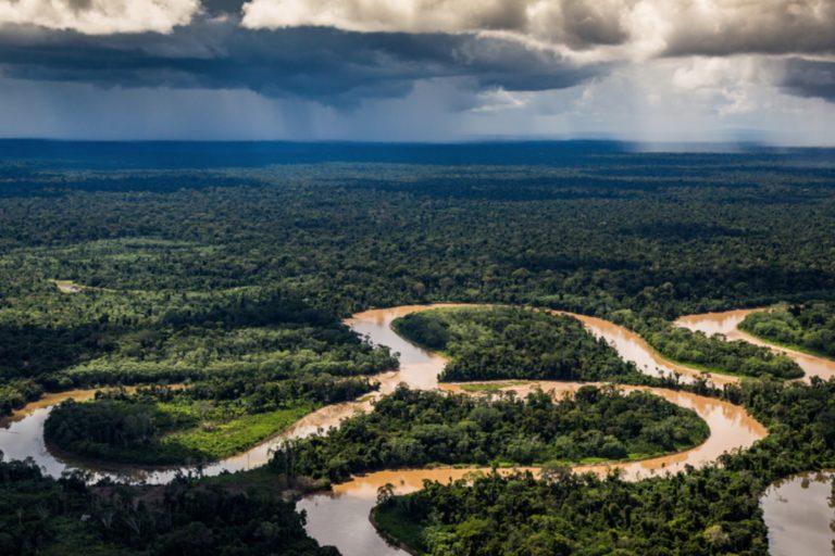 La puesta de sol sobre la Amazonía peruana. Foto cortesía de Jason Houston/Upper Amazon Conservancy