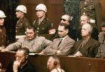juicios-de-nuremberg.-delante-de-izquierda-a-derecha-hermann-goering-rudolf-hess-y-joachim-von-ribbentrop.-atras-de-izquierda-a-derecha-los-almirantes-karl-doenitz-y-erich-raeder