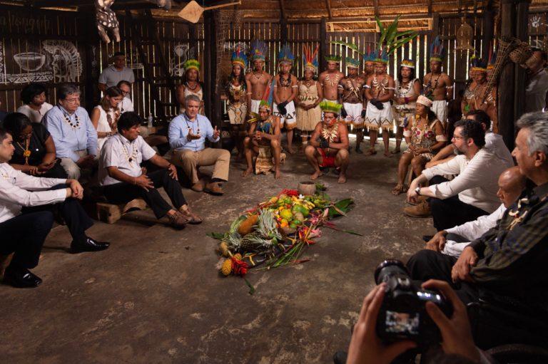 Mandatarios y jefes de las delegaciones de los países amazónicos en presencia de representantes de las comunidades ancestrales colombianas. Foto: Nicolás Galeano – Presidencia de Colombia.