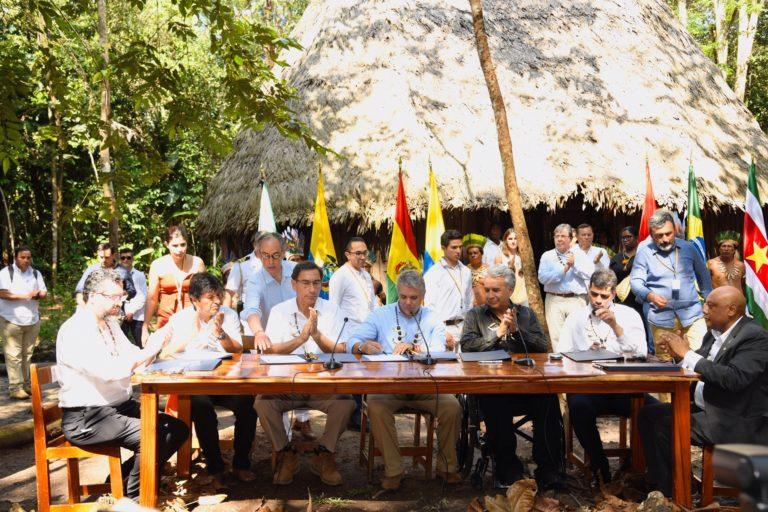 En la mesa, de izquierda a derecha: Ernesto Fraga Araújo, ministro de Relaciones Exteriores de Brasil; Evo Morales, presidente de Bolivia; Martín Vizcarra, presidente de Perú; Iván Duque, presidente de Colombia; Lenin Moreno, presidente de Ecuador; Michael A. Adhin, vicepresidente de Surinam, y Raphael Trotman, ministro de Recursos Naturales de Guyana. Foto: Nicolás Galeano – Presidencia de Colombia.