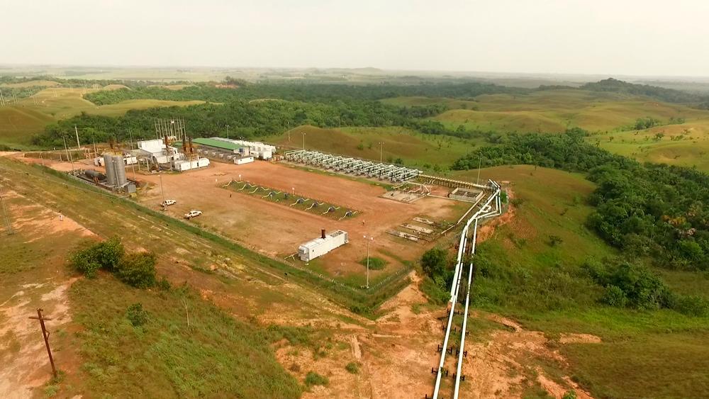Infraestructura petrolera en la vereda Rubiales. Foto: Álvaro Avendaño.