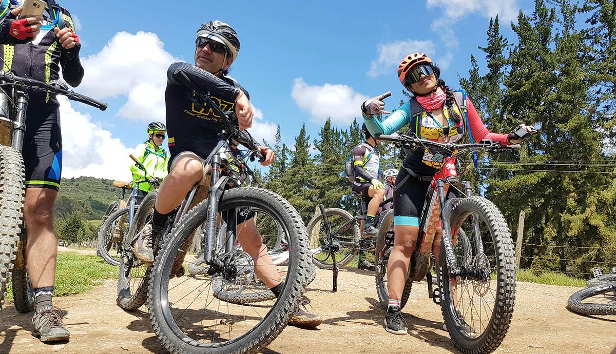 Tomás Molina y Laura Pava, ciclistas en la Ruta Güecha