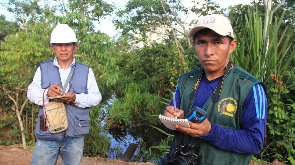 Al menos una vez al mes los más de 60 monitores ambientales indígenas quechua, kichwa y achuar recorren sus territorios para identificar nuevas amenazas o antiguos daños ocasionados tras cerca de 50 años de explotación petrolera. Foto: Vanessa Romo Espinoza.
