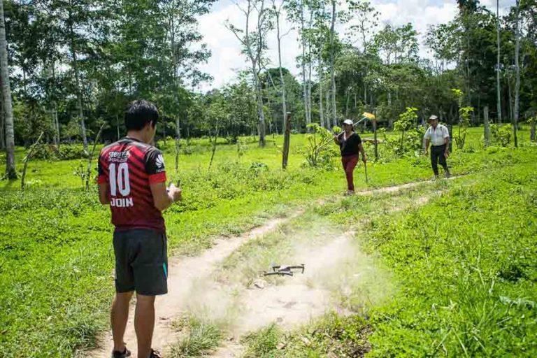 Los drones son indispensables para el monitoreo de la nacionalidad Siekopai. Así los monitores pueden ver las partes afectadas y recolectar evidencias. Fotografía de José María León para Mongabay Latam.