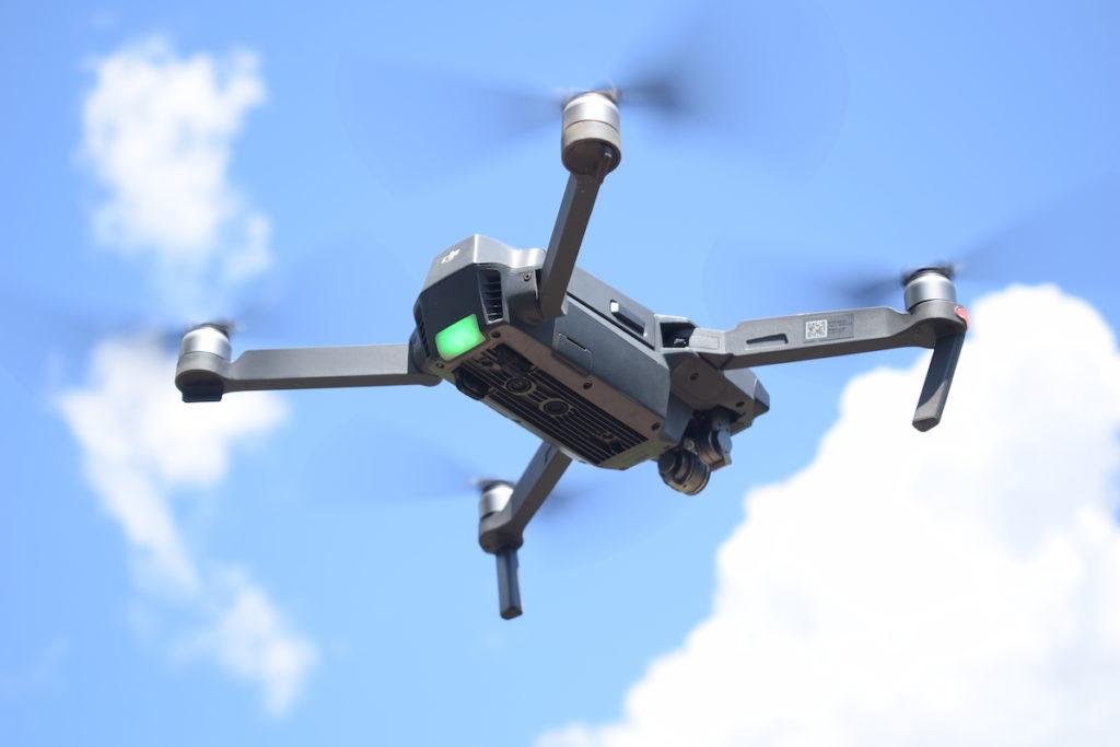 Los monitores aprendieron a manejar los drones y las herramientas en las clases de la Universidad San Francisco en Lago Agrio. Fotografía de José María León para Mongabay Latam.