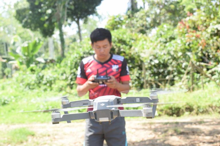 Los indígenas siekopai en Ecuador han empezado a utilizar herramientas tecnológicas como drones para combatir a los invasores. Con esto también han potenciado el monitoreo de la zona petrolera en la que se encuentran. Foto: José María León.