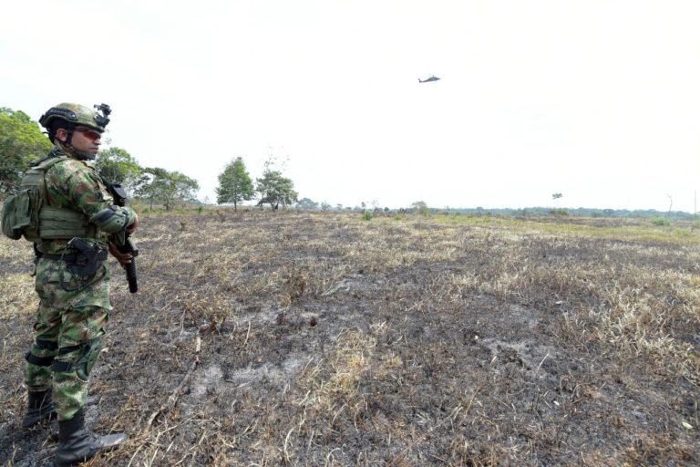 El Ejército lleva varios días en la zona con operativos para capturar a los deforestadores. Foto: Ministerio de Ambiente.