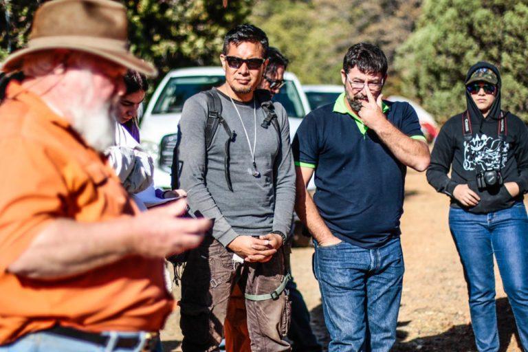 Diego Barrales, el segundo de izquierda a derecha, combina la investigación con la divulgación científica. Foto: Luis Gutiérrez/Norte Photo.