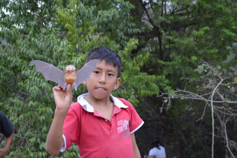 Uno de los niños de la comunidad de Cauchiche en los talleres de educación. Foto: Santiago Burneo.