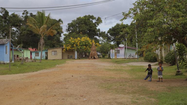 Kumarakapay (San Francisco de Yuruaní), el pueblo pemón en la Gran Sabana donde el 22 de febrero de 2019 ocurrió el asalto militar que dejó cuatro indígenas muertos y 13 heridos. Foto: Lorena Meléndez.