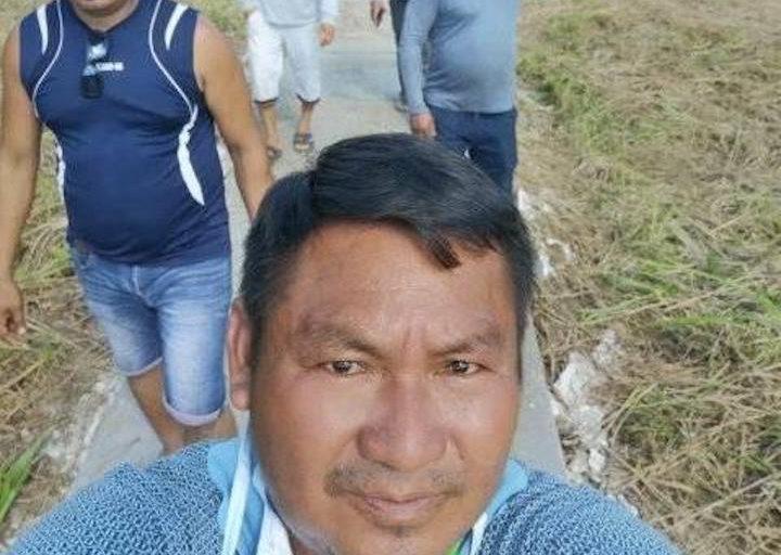 El alcalde de Trompeteros, Lorenzo Chimboras, en la comunidad de Pucacuro. Foto: Municipalidad de Trompeteros.