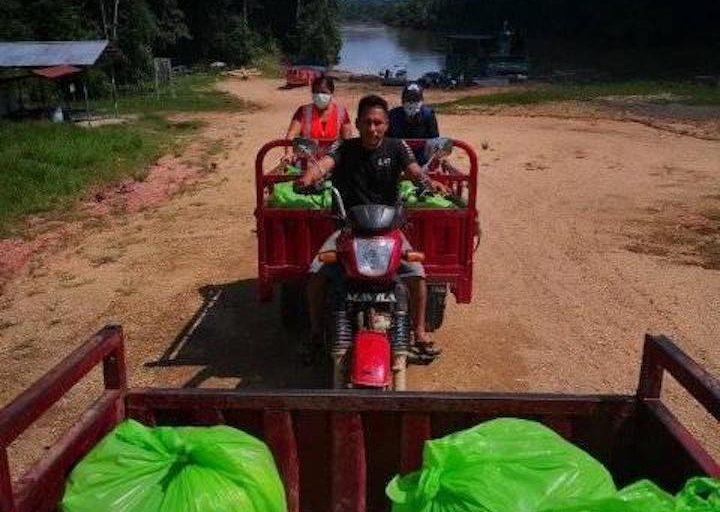 La comitiva de la Municipalidad de Trompeteros recorrió 20 comunidades del río corrientes para llevar alimentos. Foto: Municipalidad de Trompeteros.