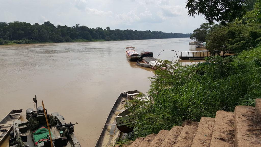 Puerto fluvial en Barrancominas, Guainía. Foto: Carlos E. Duarte - Wikimedia Commons.
