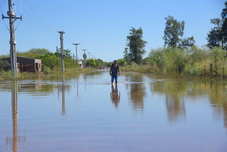 Greenpeace en la provincia de Chaco, Argentina, ilustra la conexión entre la deforestación ilegal y los fenómenos meteorológicos extremos. Los principales impulsores de la deforestación ilegal en la región son la expansión de la producción de soja y ganado. Foto: © Greenpeace.