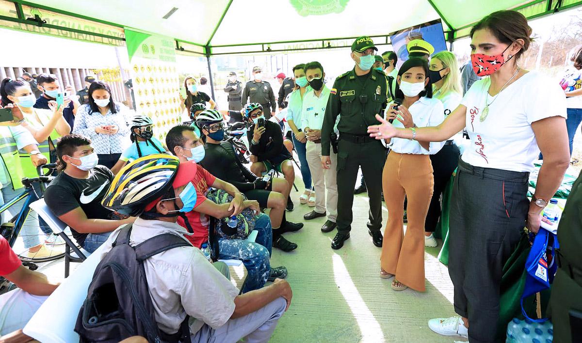 Ministra Ángela Orozco en socialización de seguridad vial en la vía Barranquilla - Cartagena, foto: Agencia Nacional de Seguridad Vial - Twitter
