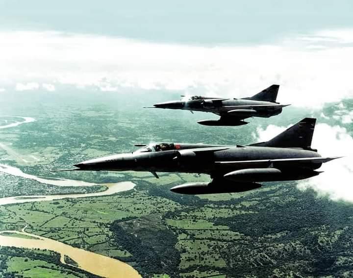 Con un diseño muy parecido a los Kfir, los Mirage V defendieron los aires de Colombia por 38 años.
